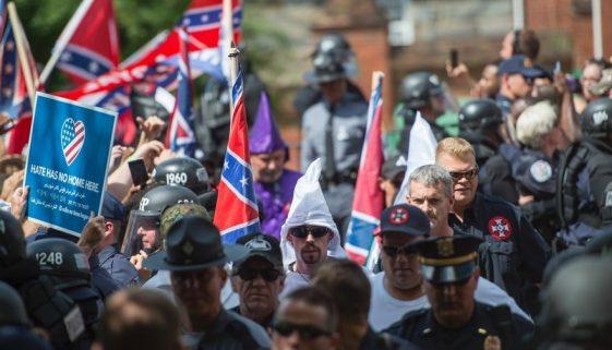 7789701920_des-supremacistes-blancs-manifestant-a-charlottesville-etats-unis-le-12-aout-2017